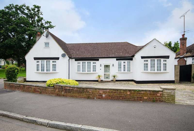 4 Bedrooms Bungalow for sale in Richmond Gardens, Harrow Weald, HA3