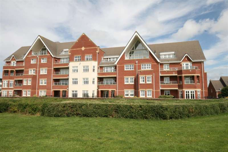 3 Bedrooms Flat for sale in 11 The Breakers, Lytham