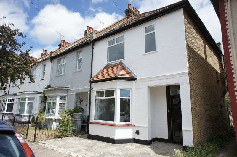 3 Bedrooms Terraced House for sale in Lymington Avenue, Leigh-On-Sea