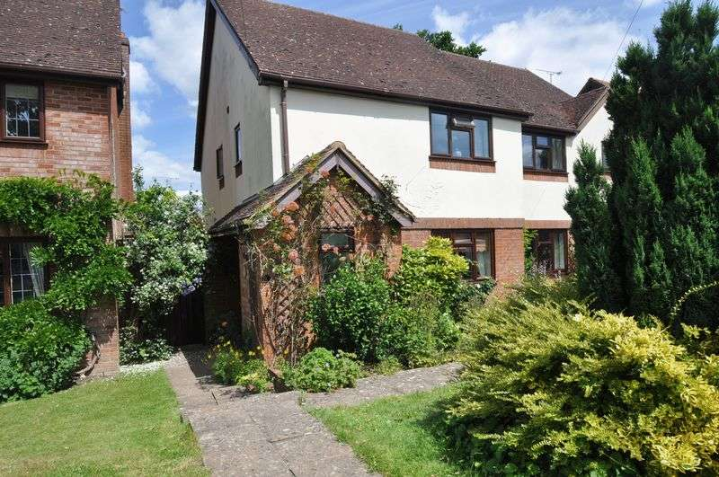 3 Bedrooms Semi Detached House for sale in Barley Mow Close, Winchfield
