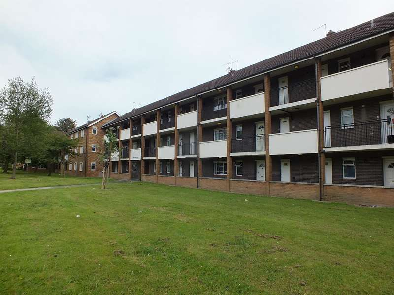 3 Bedrooms Ground Flat for sale in Croyde Avenue, Hayes, Middlesex, UB3 4EH