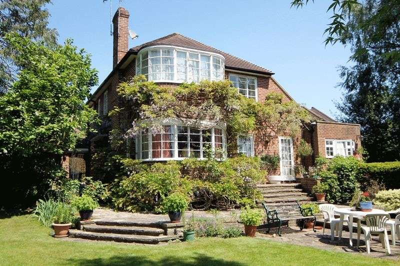 4 Bedrooms Detached House for sale in Heriots Close, Stanmore