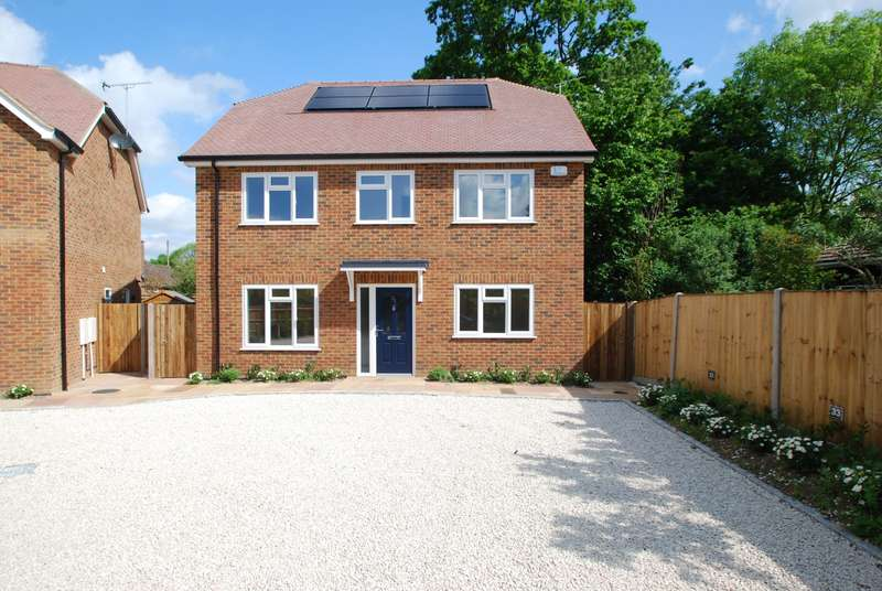 4 Bedrooms Detached House for sale in Eight Acres, Burnham, SL1