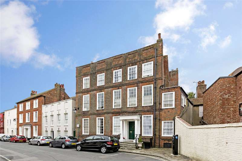 2 Bedrooms Flat for sale in West Pallant, Chichester, West Sussex, PO19