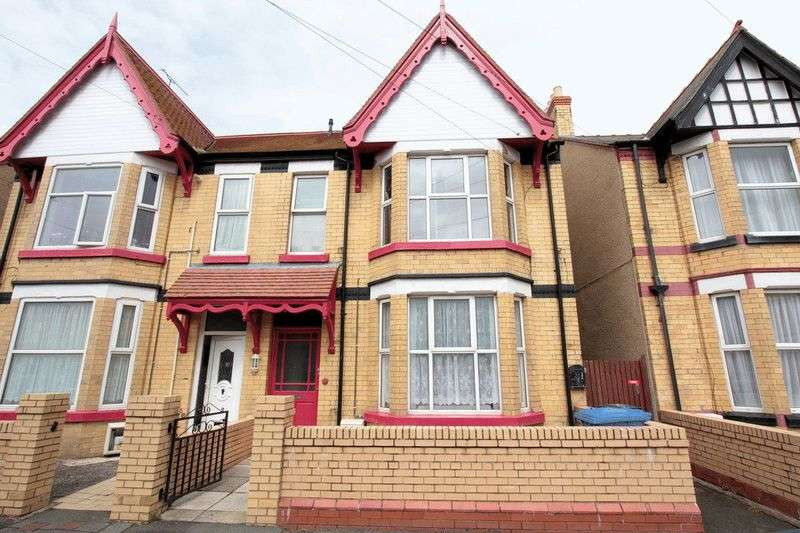 5 Bedrooms Terraced House for sale in Sandringham Avenue, Rhyl