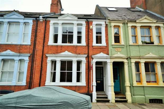 5 Bedrooms Terraced House for sale in Colwyn Road, NORTHAMPTON