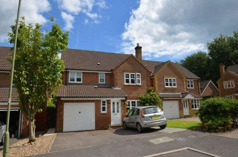 4 Bedrooms Detached House for sale in Hordle, Lymington