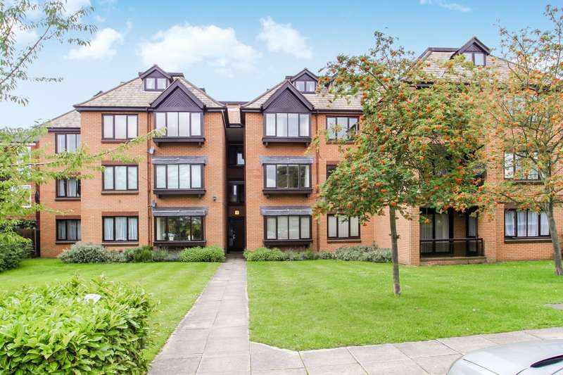 2 Bedrooms Flat for sale in Andhurst Court, Coombe Lane West