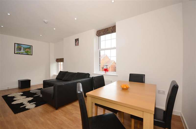 2 Bedrooms Flat for sale in Damson Way, Carshalton, Surrey