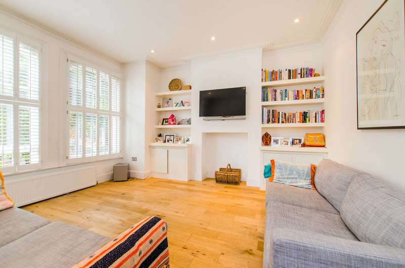 2 Bedrooms Flat for sale in Prince of Wales Drive, Battersea Park, SW11