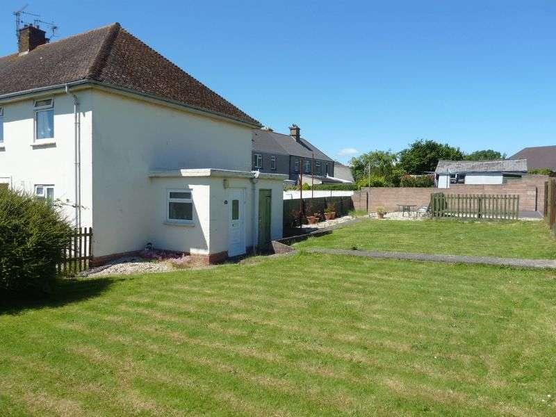 2 Bedrooms Flat for sale in Castle Road, Rhoose