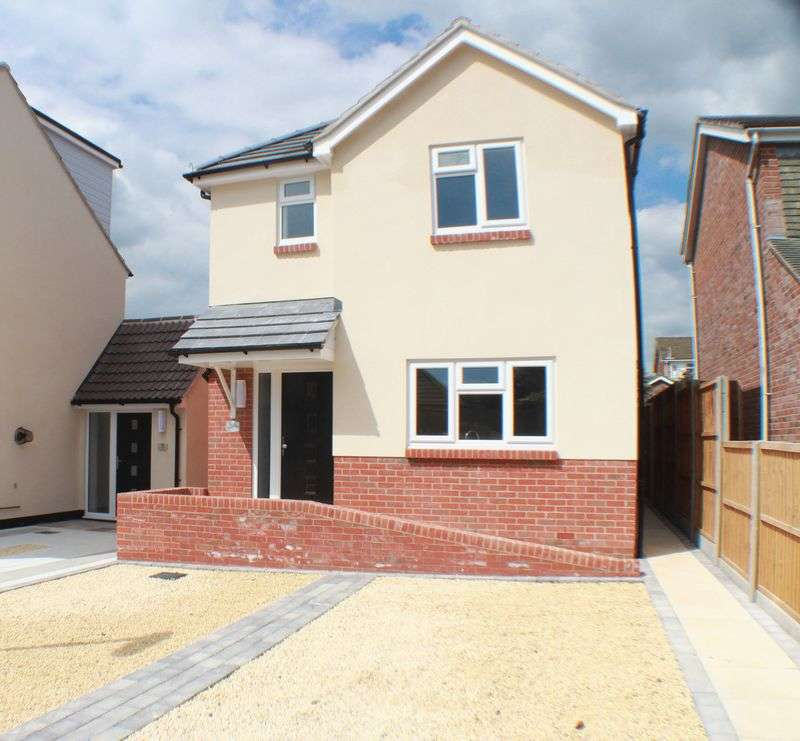 3 Bedrooms Detached House for sale in Daisy Lane, Locks Heath