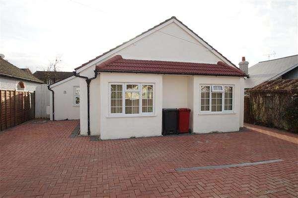 5 Bedrooms Bungalow for sale in Royston Way, Nr Burnham, Burnham