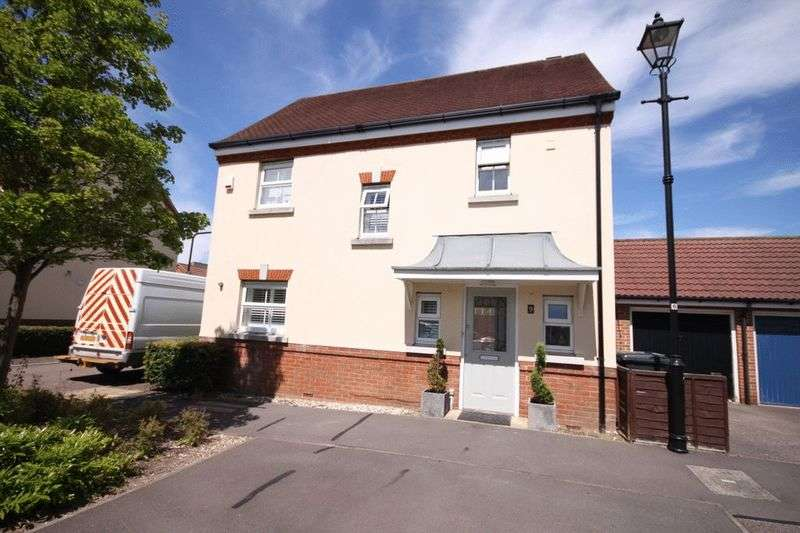3 Bedrooms Detached House for sale in Deer Park Way, Waltham Abbey, EN9