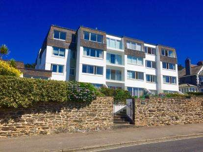 2 Bedrooms Flat for sale in Cliff Road, Falmouth, Cornwall