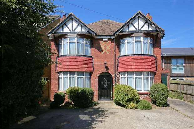 3 Bedrooms Detached House for sale in London Road, Teynham, Sittingbourne, Kent