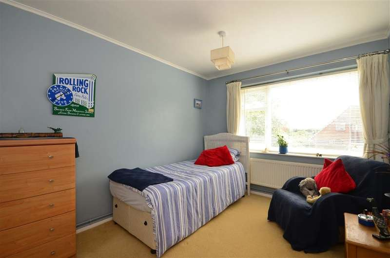 2 Bedrooms Flat for sale in Dymchurch Road, Hythe, Kent