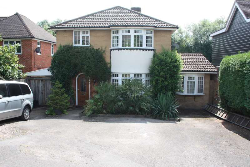 3 Bedrooms Detached House for sale in Colemans Moor Road, Woodley, RG5