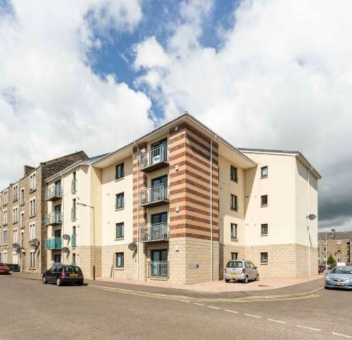 2 Bedrooms Flat for sale in West Court, Dundee, Angus, DD3 6QB