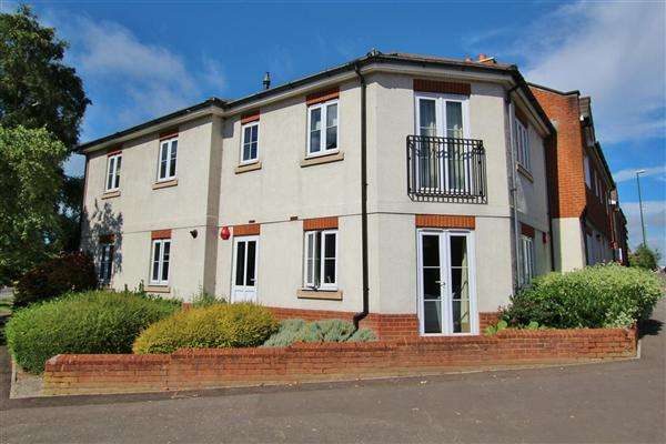 2 Bedrooms Apartment Flat for sale in Eastgate Mews, Brighton Road, Horsham
