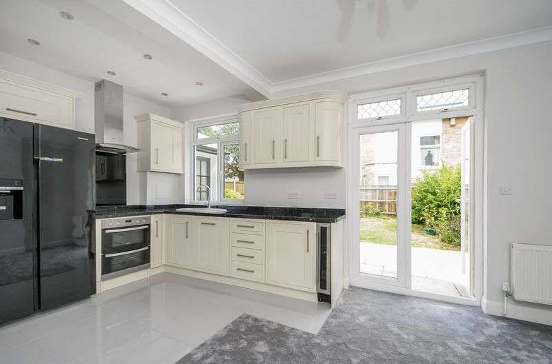 3 Bedrooms Detached House for sale in Beckway Road, Norbury SW16