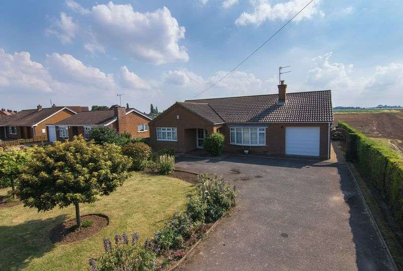 2 Bedrooms Detached Bungalow for sale in Church Road, Old Leake