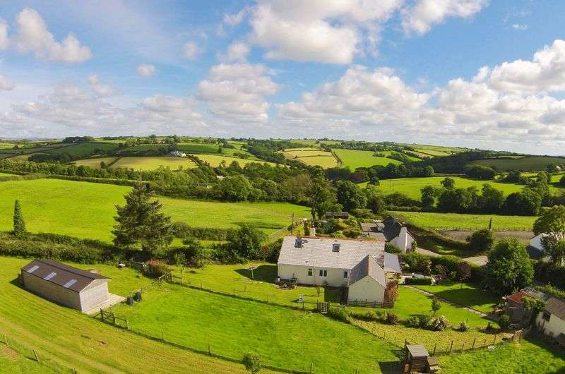 4 Bedrooms Detached House for sale in Ashwater, Devon. EX21 5EN