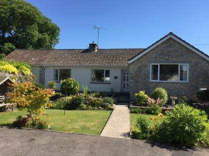 3 Bedrooms Bungalow for sale in Rectory Close, Farmborough, Bath, Somerset