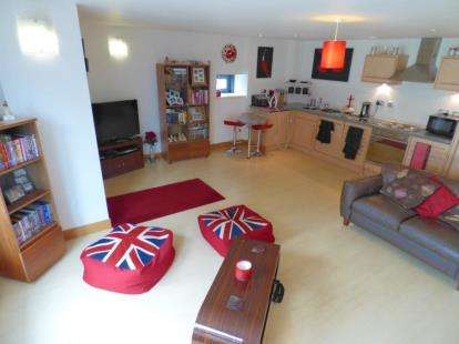 2 Bedrooms Flat for sale in Little Neville Street, Leeds, West Yorkshire