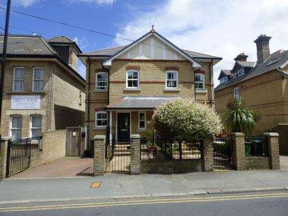 3 Bedrooms Semi Detached House for sale in Cowes
