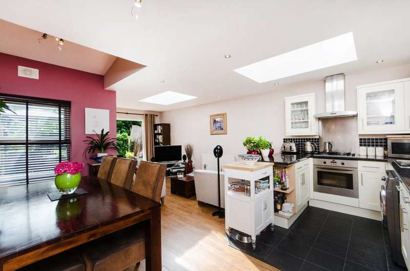 2 Bedrooms Flat for sale in Eardley Road, Streatham, SW16