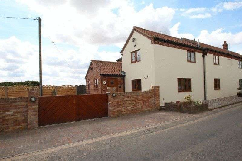 3 Bedrooms Property for sale in Norwich Road, Colton, Norwich