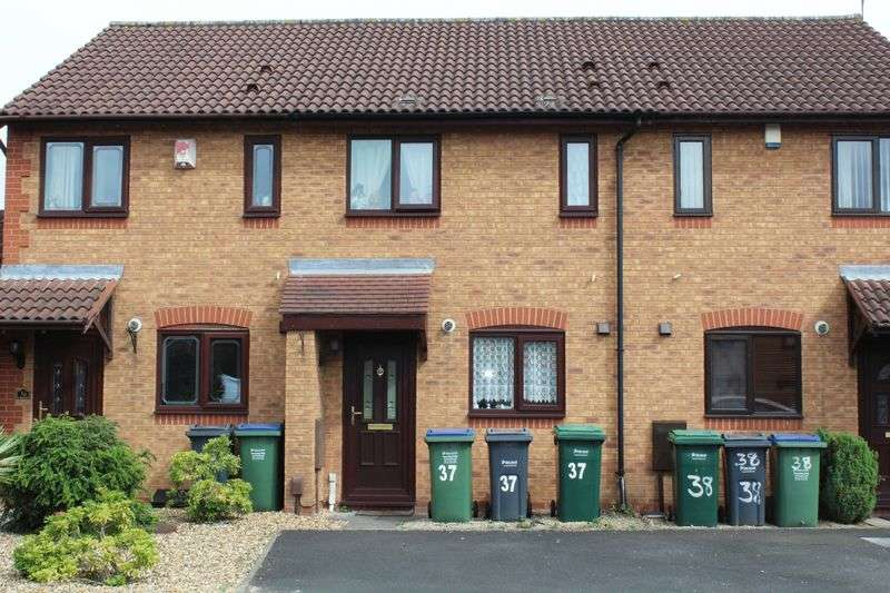 2 Bedrooms Terraced House for sale in Avern Close, Tipton