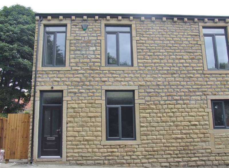5 Bedrooms Town House for sale in Fern Street, Boothtown, Halifax, HX3 6NP