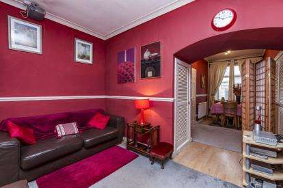 2 Bedrooms Terraced House for sale in Prince Street, Burnley, Lancashire, BB11