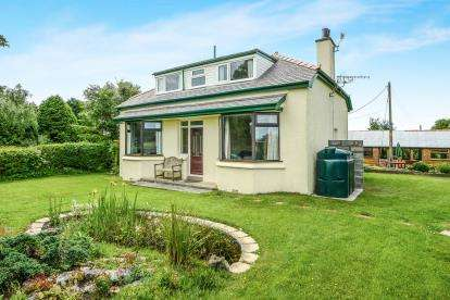 4 Bedrooms Detached House for sale in Llansadwrn, Sir Ynys Mon, Anglesey, LL59