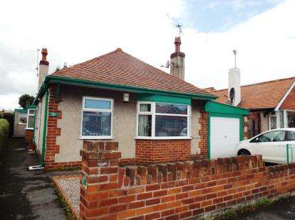3 Bedrooms Bungalow for sale in Knowles Avenue, Prestatyn, Denbighshire, LL19