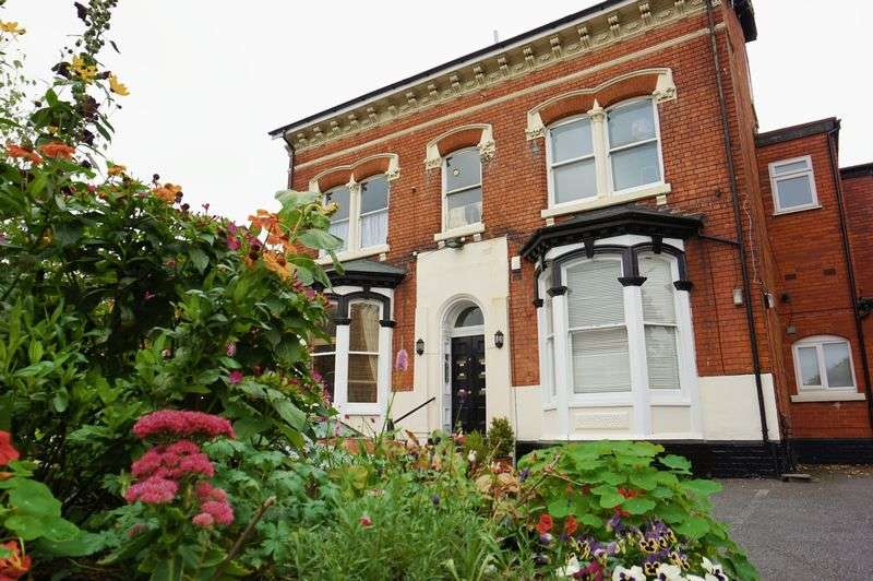 3 Bedrooms Flat for sale in Alcester Road, Moseley - THREE BEDROOM FIRST FLOOR CONVERTED APARTMENT CLOSE TO MOSELEY VILLAGE!