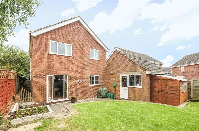 4 Bedrooms Detached House for sale in Elm Way, Sawtry