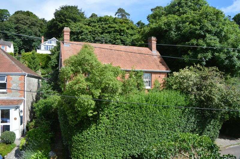 3 Bedrooms Detached House for sale in Tanyard Lane, Shaftesbury