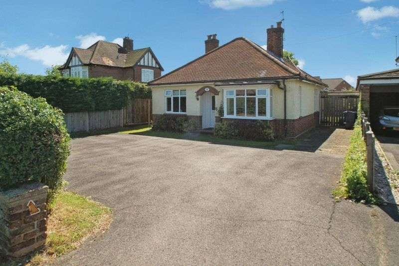 2 Bedrooms Detached Bungalow for sale in Holmer Green