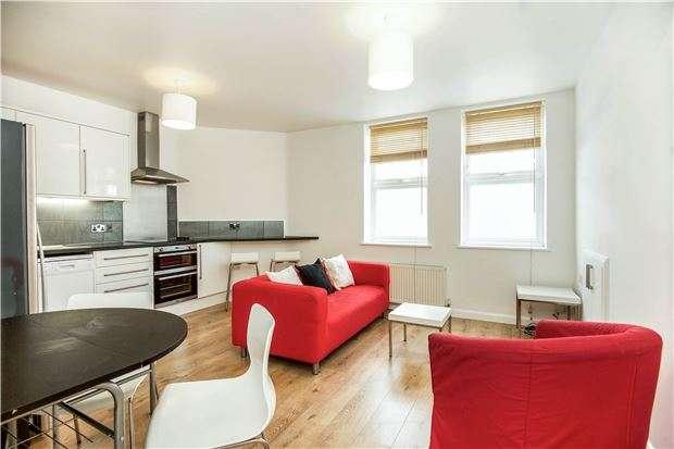 2 Bedrooms Flat for sale in Merton Road, LONDON, SW18 5EQ