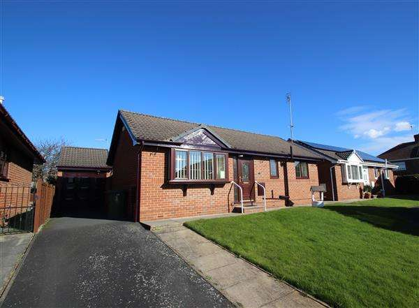 2 Bedrooms Bungalow for sale in Victoria Court, Upton