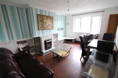 2 Bedrooms Flat for sale in Main Street, Lennoxtown, Glasgow, East Dunbartonshire