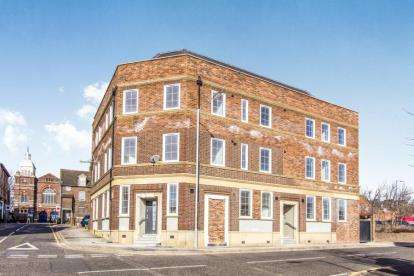 Flat for sale in Duke Street, Luton, Bedfordshire