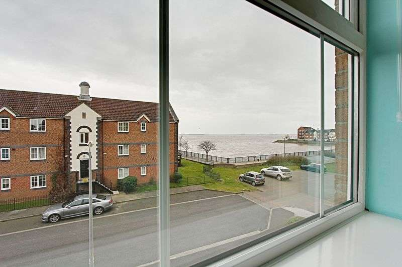 3 Bedrooms Terraced House for sale in Lock Keepers Court, Hull