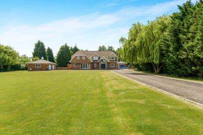 5 Bedrooms Detached House for sale in Hullbridge, Hockley, Essex