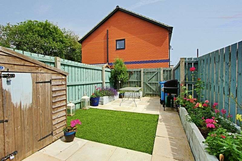 2 Bedrooms Terraced House for sale in Needlers Way, Hull