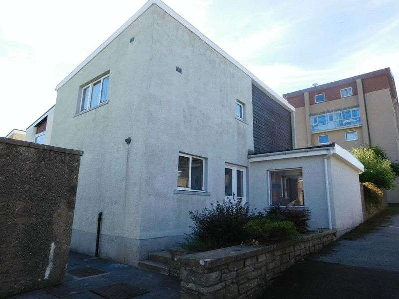 3 Bedrooms Semi Detached House for sale in 1 Mackay Court, Thurso, Caithness, KW14 8QZ