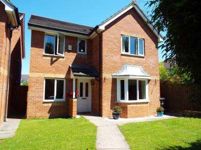 4 Bedrooms Detached House for sale in Snowberry Close, Bradley Stoke, Bristol, Gloucestershire